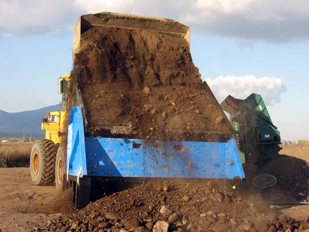 Back view of the DeSite SLG-108-RB Topsoil Screener